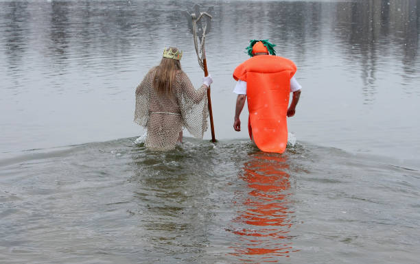 Ice Swimmers Congregate For Annual Plunge:ニュース(壁紙.com)