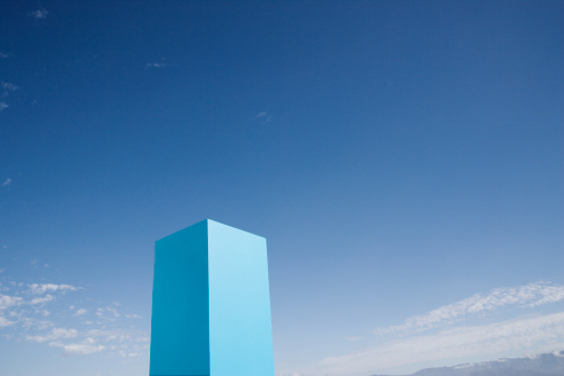 Oversized「Blue cube set against sky」:スマホ壁紙(19)