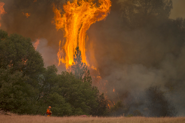カリフォルニア州「Butte Fire Southeast of Sacramento Continues to Burn and Threaten Homes」:写真・画像(18)[壁紙.com]