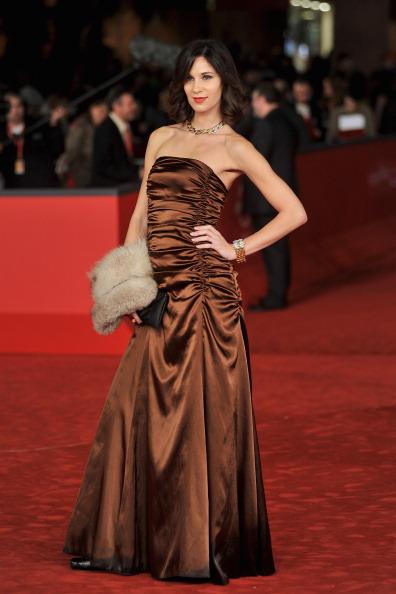 Satin Dress「'L'Isola Dell'Angelo Caduto' Premiere - The 7th Rome Film Festival」:写真・画像(19)[壁紙.com]