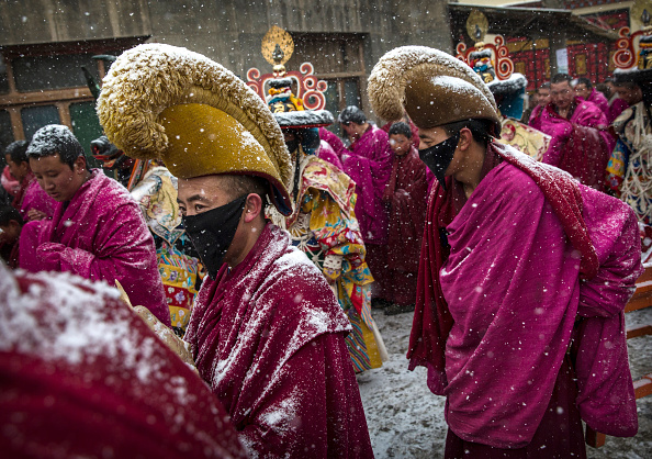 Yellow「Tibetan Buddhists Celebrate Religion And Culture at Great Prayer」:写真・画像(12)[壁紙.com]