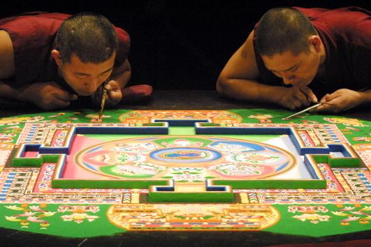 Tibetan Buddhism「Tibetan Monks'' Sand Painting to Help America Heal」:写真・画像(9)[壁紙.com]