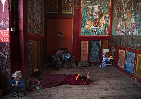 Mobile Phone「Tibetans Mark The Great Prayer」:写真・画像(15)[壁紙.com]