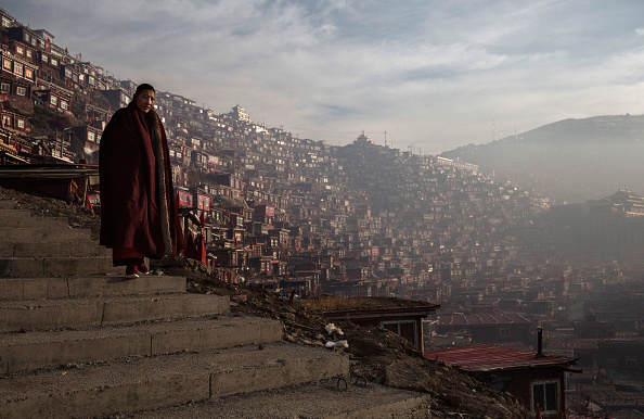 Buddhism「Tibetans Gather For Prayers At Remote Institute」:写真・画像(7)[壁紙.com]