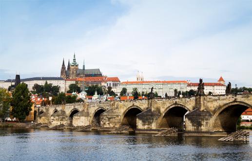 Hradcany「Charles Bridge and Saint Vitus Cathedral in Prague」:スマホ壁紙(13)