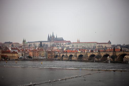フラッチャニ「Charles Bridge and Prague Castle in Prague, Czech Republic」:スマホ壁紙(13)