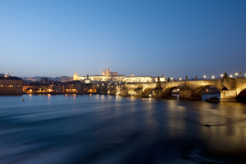 Hradcany「Charles Bridge and the castle seen from Old Town」:スマホ壁紙(12)