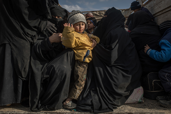 Chris McGrath「Families and Fighters Flee Last ISIS-Held Village In Syria」:写真・画像(14)[壁紙.com]
