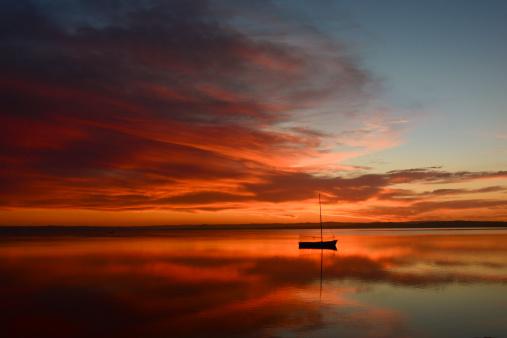 自然美「ボートでサンセットの眺め」:スマホ壁紙(18)