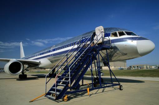 Passenger「Jet with Passenger Loading Ramp」:スマホ壁紙(10)