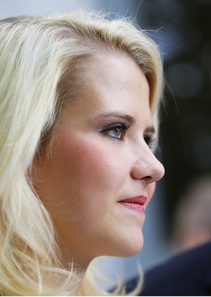 Embarrassment「Elizabeth Smart Attends Sentencing of Brian David Mitchell」:写真・画像(12)[壁紙.com]