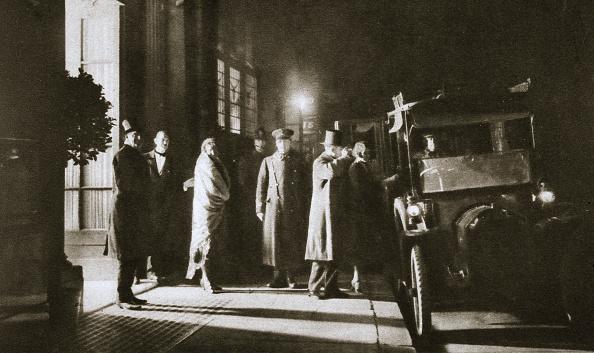 Beak「Members At The Entrance Of Murray's Club Beak Street Soho London circa 1913-circa 1929(?)」:写真・画像(17)[壁紙.com]