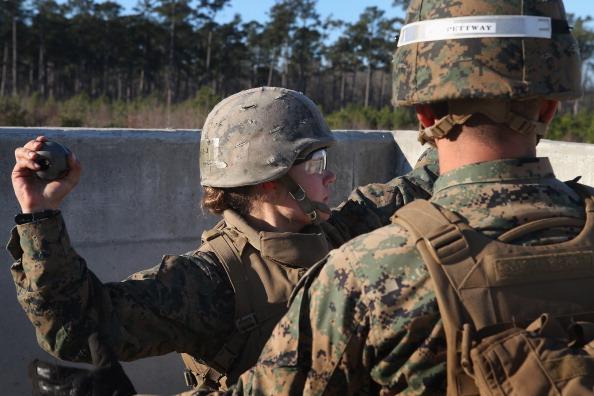 Daniel Gi「Female Marines Participate In Marine Combat Training At Camp LeJeune」:写真・画像(6)[壁紙.com]