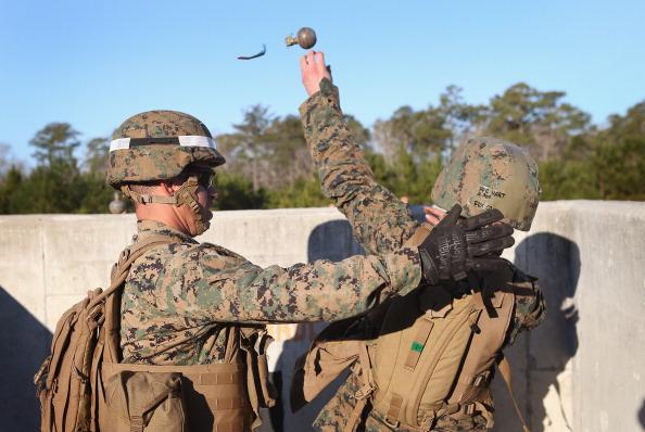 Daniel Gi「Female Marines Participate In Marine Combat Training At Camp LeJeune」:写真・画像(7)[壁紙.com]