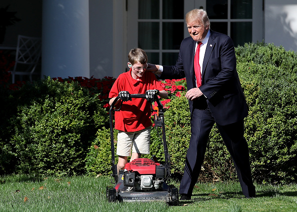 Grass「President Accepts Offer From  11-Year-Old Virginia Boy To Mow Lawn Of White House」:写真・画像(14)[壁紙.com]