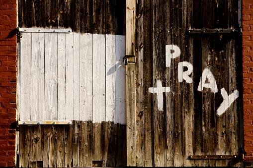 Praying「pray」:スマホ壁紙(14)