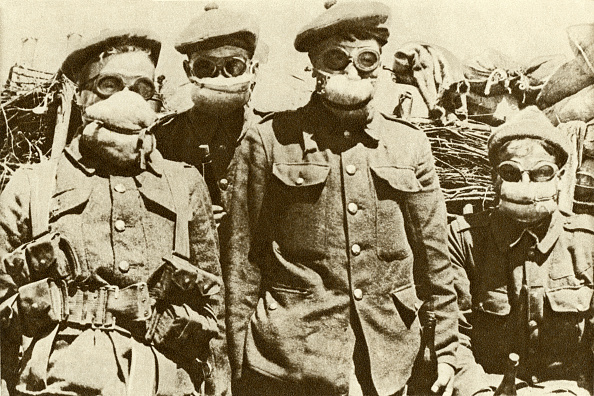 Chemical「Soldiers wearing an early type of gas mask after the introduction of chemical warfare」:写真・画像(2)[壁紙.com]