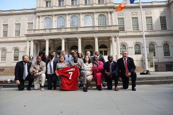 Kneeling「New York City Council Members Hold Kneel In At City Hall」:写真・画像(10)[壁紙.com]