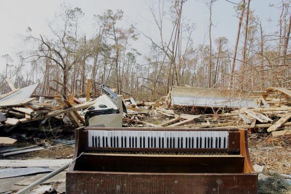楽器「Rescue And Cleanup Efforts Continue In Katrina's Wake」:写真・画像(16)[壁紙.com]