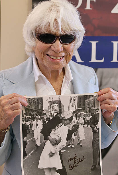 Nurse In Famous WWII Photograph Visits Veterans In San Francisco:ニュース(壁紙.com)