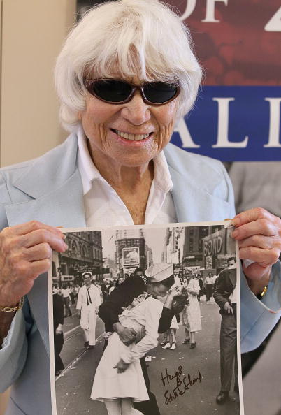 Sailor「Nurse In Famous WWII Photograph Visits Veterans In San Francisco」:写真・画像(17)[壁紙.com]