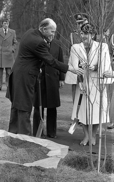 Emperor Akihito「Japanese Royal Visit 1985」:写真・画像(9)[壁紙.com]