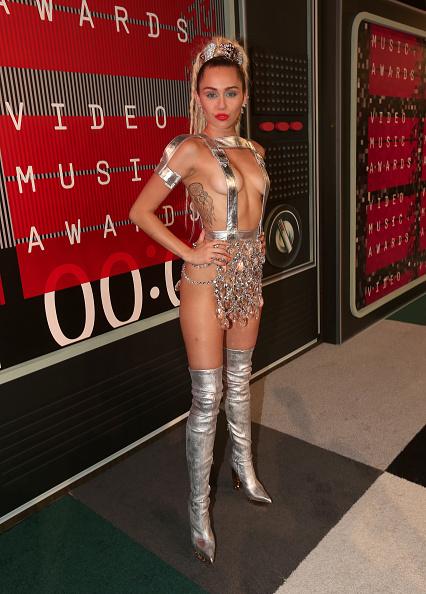Strap「2015 MTV Video Music Awards - Red Carpet」:写真・画像(4)[壁紙.com]