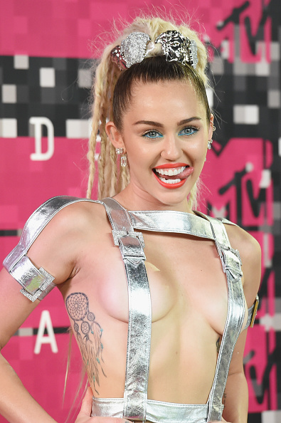 2015年「2015 MTV Video Music Awards - Arrivals」:写真・画像(6)[壁紙.com]