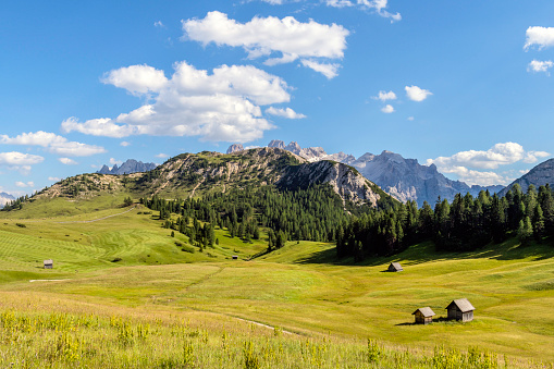 UNESCO「Mountain plateau Prato Piazza, Lavaredo National Park, Dolomites, European Alps, Italy,Europe」:スマホ壁紙(9)