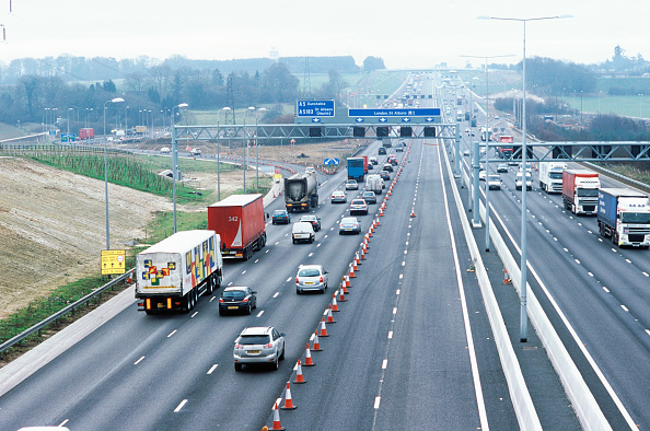 Road Sign「New gantries for traffic speed control are part of the works, M1-widening J6-10」:写真・画像(4)[壁紙.com]