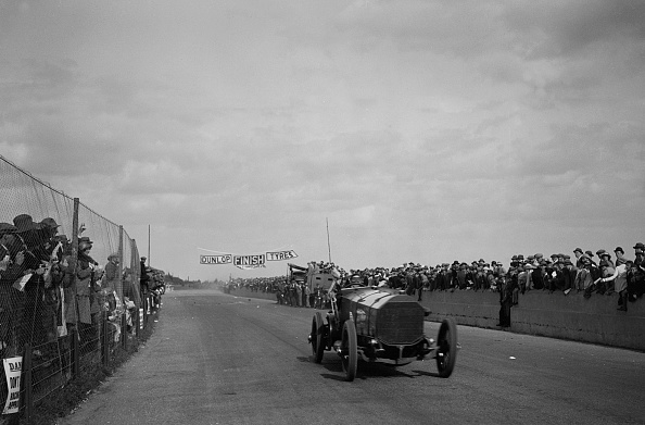 Motorsport「Count Louis Zborowski driving Chitty Bang Bang 1 to win the Southsea Speed Carnival, 1922」:写真・画像(14)[壁紙.com]