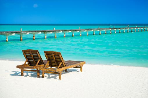モルディブ「Dhiffushi ホリデー島、モルディブ、南アリ環礁にあるサンラウン ジャー」:スマホ壁紙(16)