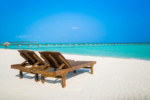 モルディブ「Dhiffushi ホリデー島、モルディブ、南アリ環礁にあるサンラウン ジャー」:スマホ壁紙(15)