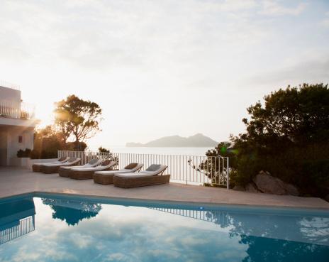 Villa「Lounge chairs beside pool」:スマホ壁紙(18)