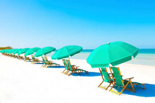 Miami「Lounge Chairs and Umbrella at the Beach」:スマホ壁紙(0)