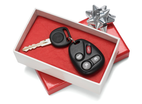 Car Key「Vehicle keys in white and red gift box with silver bow」:スマホ壁紙(9)