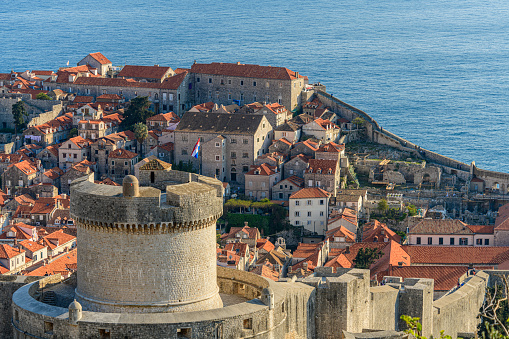 UNESCO「The Croatian Flag Flies from the Minčeta Tower and City Walls of Dubrovnik」:スマホ壁紙(4)