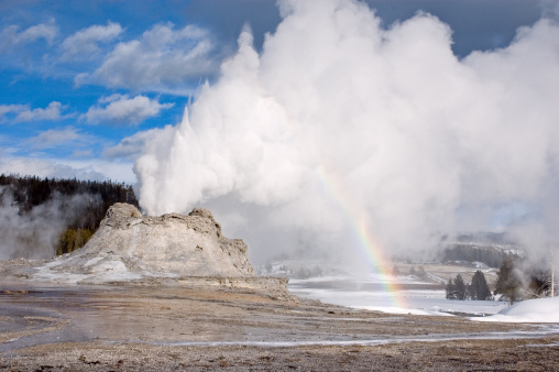 National Park「Castle Geyser Eruption with rainbow at Yellowstone National Park」:スマホ壁紙(0)
