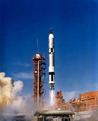 打ち上げロケット「Gemini 12 astronauts lift off aboard a Titan launch vehicle.」:スマホ壁紙(14)