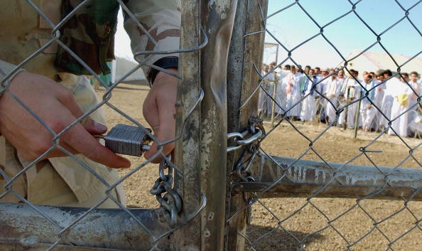 United Arab Emirates「Hundreds Of Iraqi  Prisoners Released From Abu Ghraib Prison」:写真・画像(10)[壁紙.com]