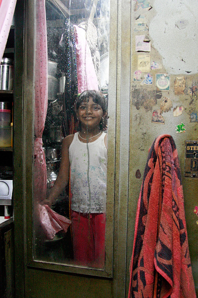 Ritam Banerjee「'Slumdog' Stars Revisit Neighborhood In Mumbai」:写真・画像(15)[壁紙.com]