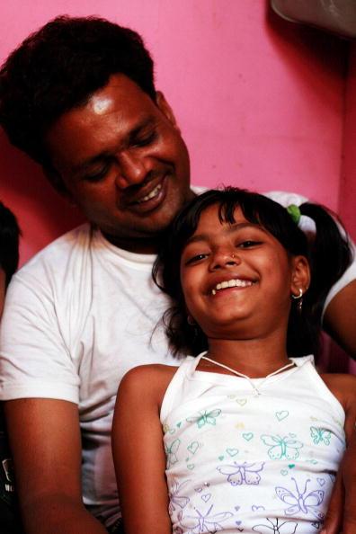Ritam Banerjee「'Slumdog' Stars Revisit Neighborhood In Mumbai」:写真・画像(18)[壁紙.com]