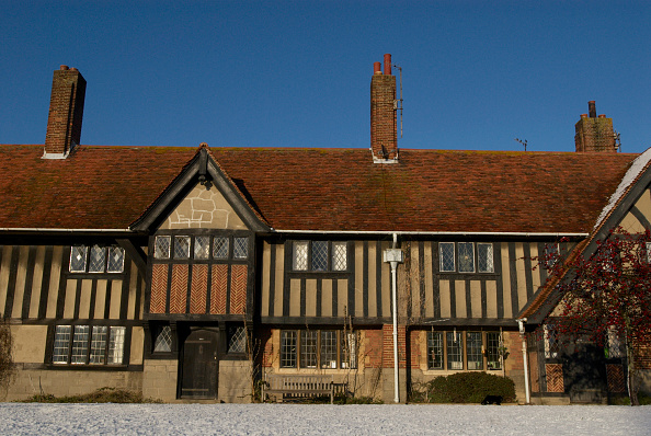 Clear Sky「Facade of Tudor home, UK」:写真・画像(18)[壁紙.com]