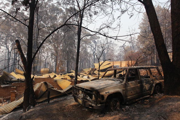 Lisa Maree Williams「Residents Returned To Destroyed Homes As Bushfire Conditions Worsen In NSW」:写真・画像(1)[壁紙.com]