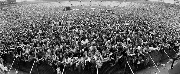 Stadium「Concert Crowds Jam Los Angeles Coliseum」:写真・画像(1)[壁紙.com]
