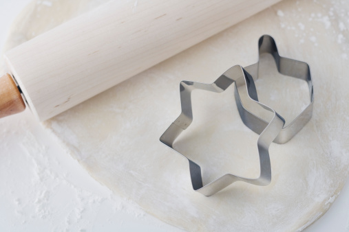 Pastry Cutter「Rolling pin and dough with Chanukah cookie cutters」:スマホ壁紙(17)