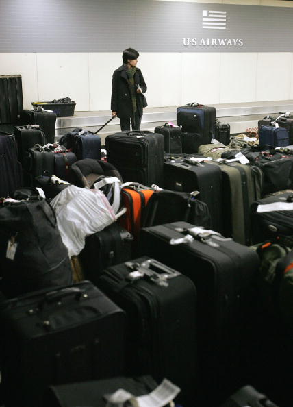 Luggage「Airlines Still Recovering From Holiday Delays」:写真・画像(8)[壁紙.com]