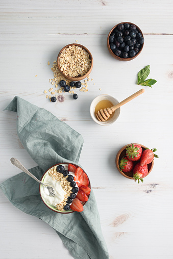 Snack「Bowl of yogurt with berries and oatmeal on table」:スマホ壁紙(7)