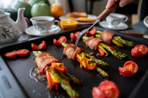 Toasted Food「baked bacon roll with colorful bell pepper and asparagus」:スマホ壁紙(6)