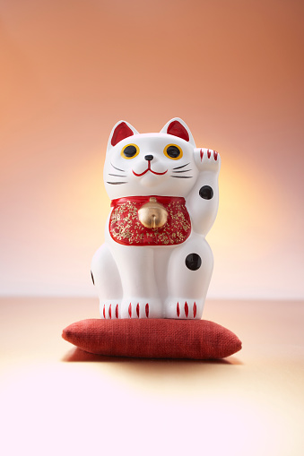 Maneki Neko「Japanese porcelain cat」:スマホ壁紙(6)